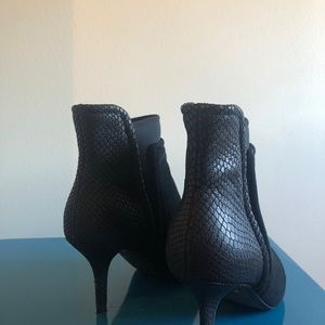 Kenneth Cole Black Booties Size 7